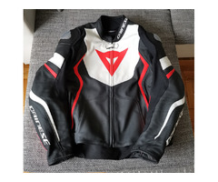 Мото яке Dainese Avro 4 Leather Jacket Black/White/Red Size 56